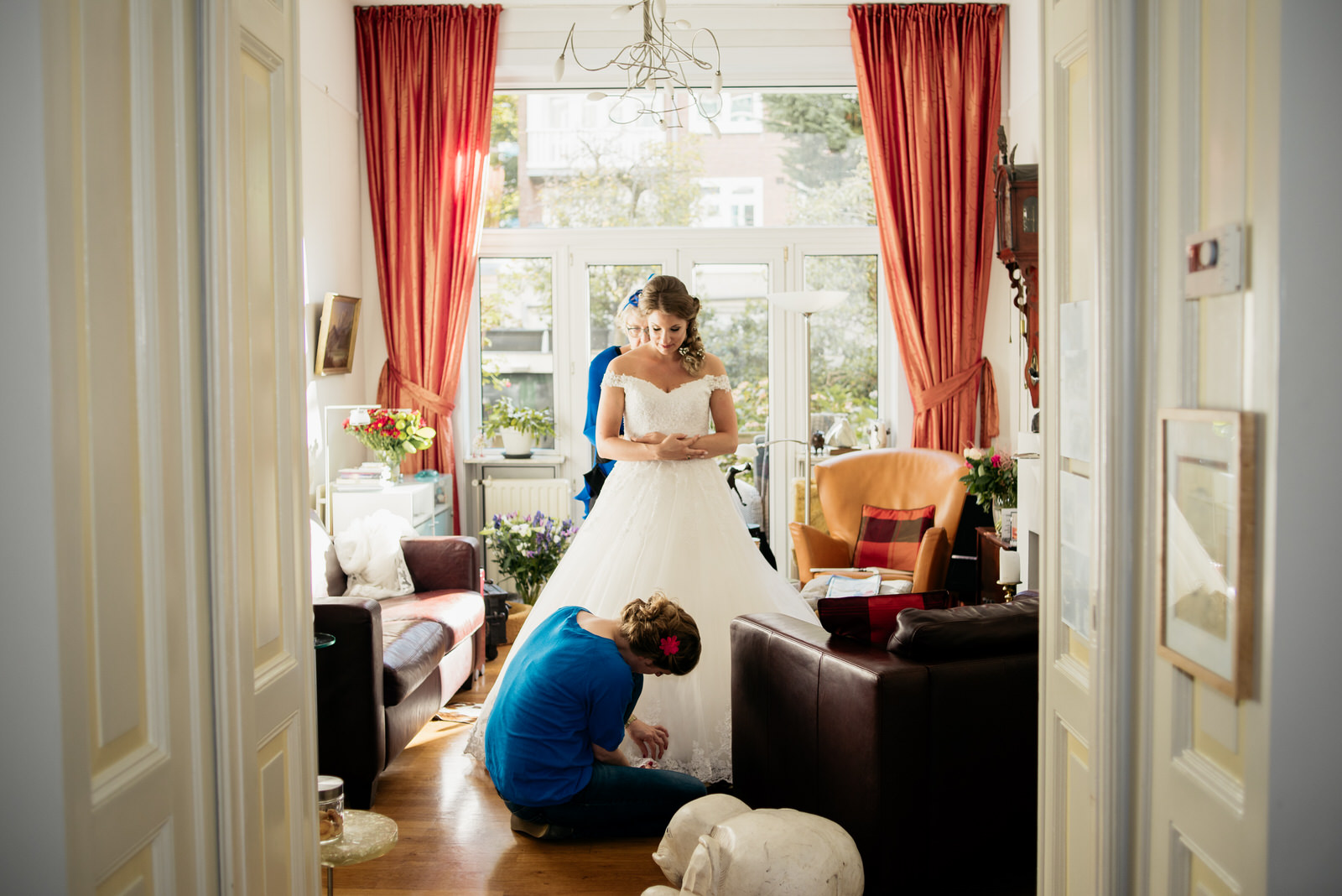 Getting ready wedding picture by wedding photographer Amsterdam